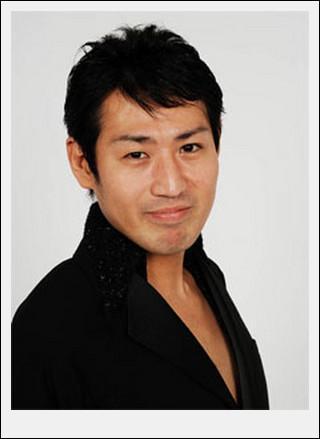 兼島ダンシングのドヤ顔 今までは、お笑い芸人であることしか発表されていなかったが、 他人の高級.